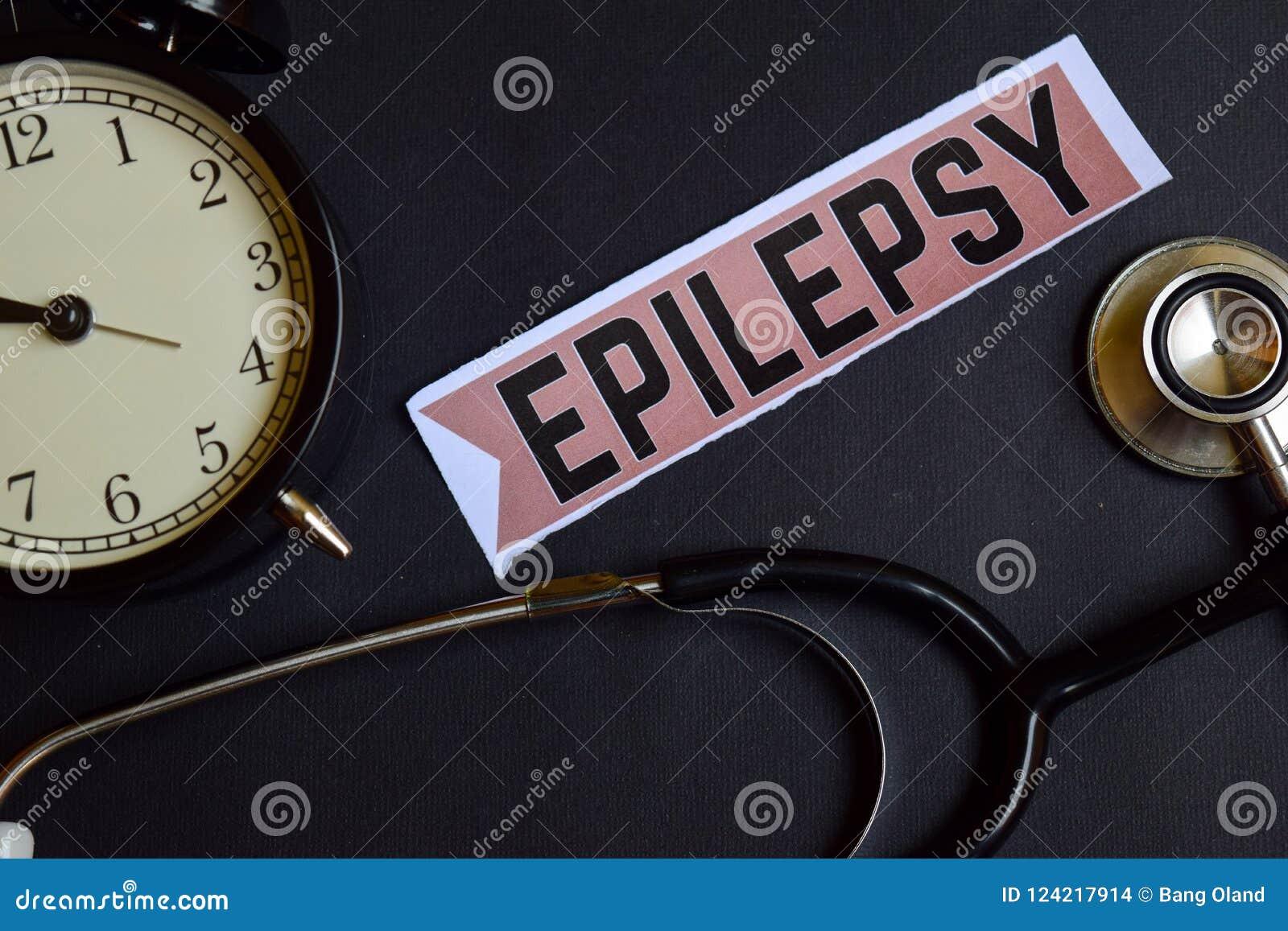 Эпилепсия на бумаге печати с воодушевленностью концепции здравоохранения будильник, черный стетоскоп