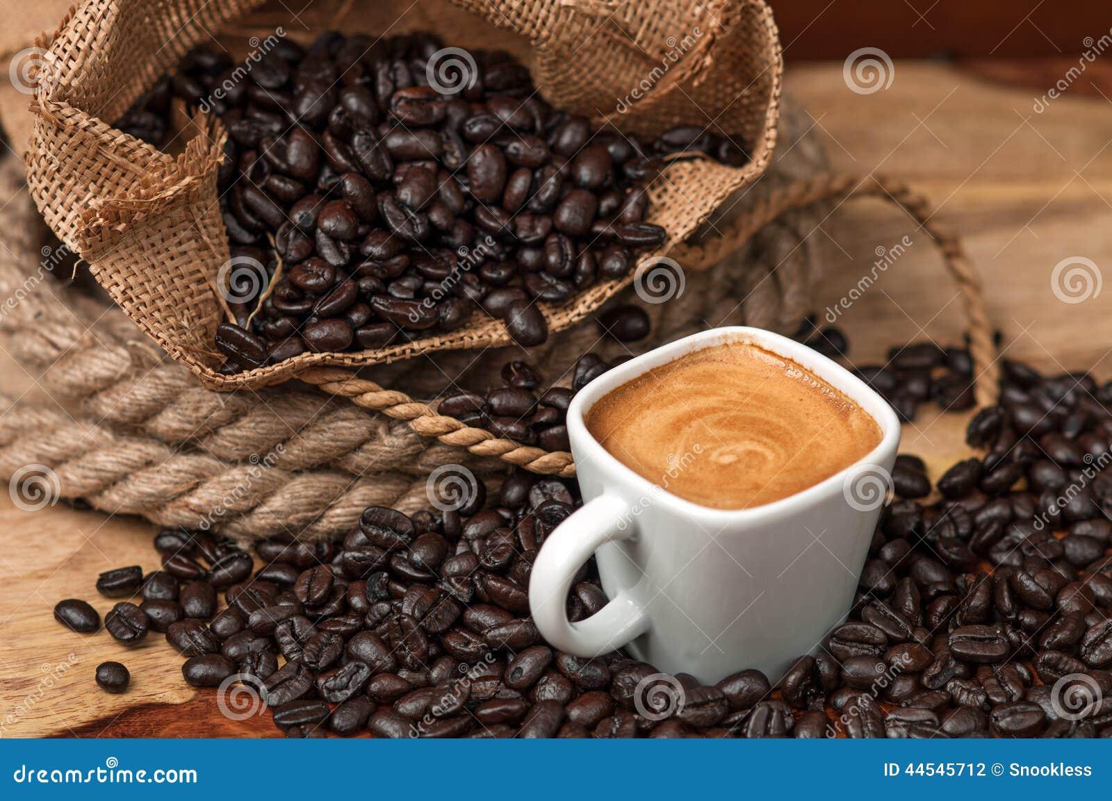Эспрессо и кофейные зерна