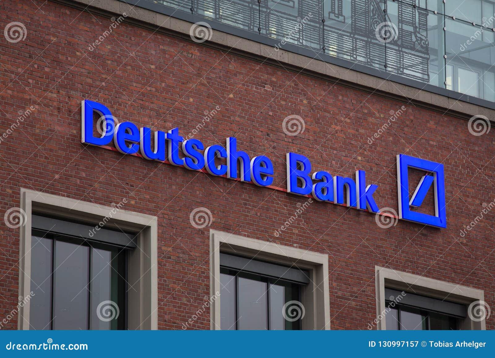 Эссен, северная Рейн-Вестфалия/Германия - 18 10 18: Deutsche Bank подписывает внутри Эссен Германию