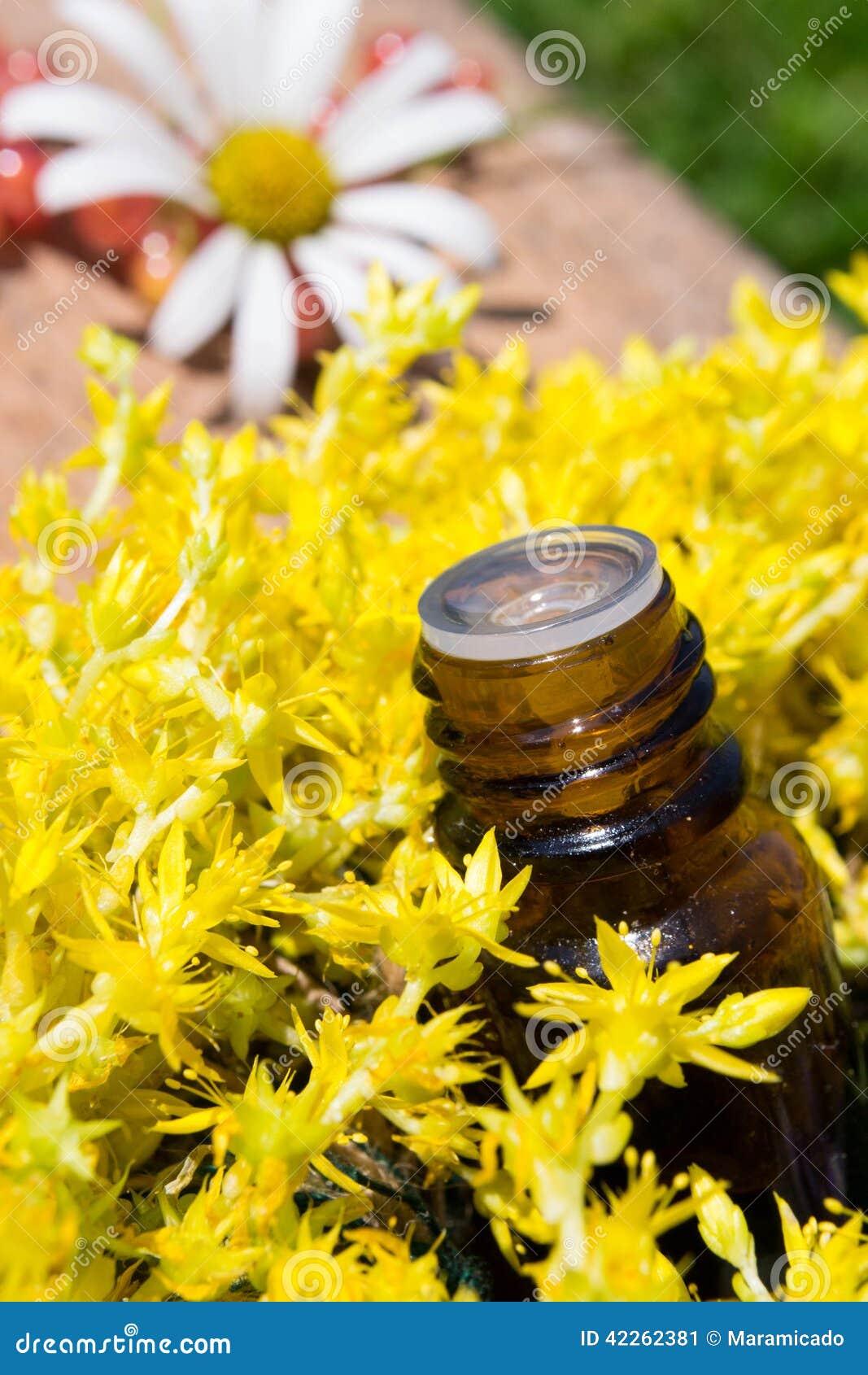 Эфирное масло с желтыми цветками