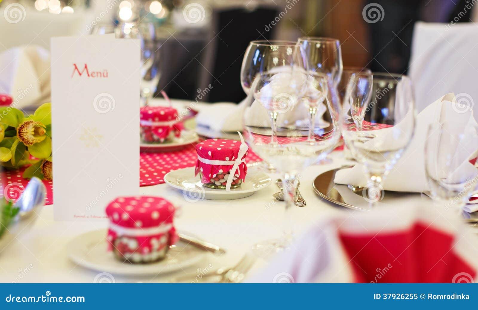 Элегантная таблица установила для партии wedding или события