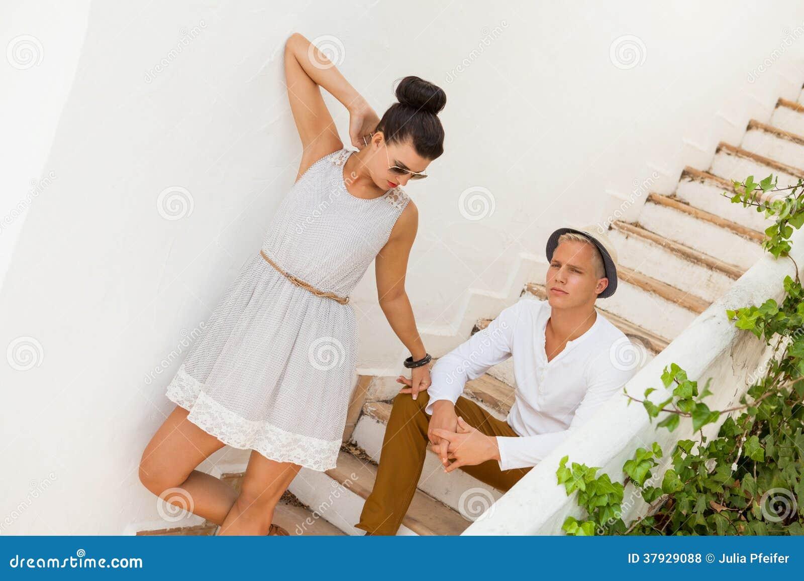 Элегантные ультрамодные молодые пары