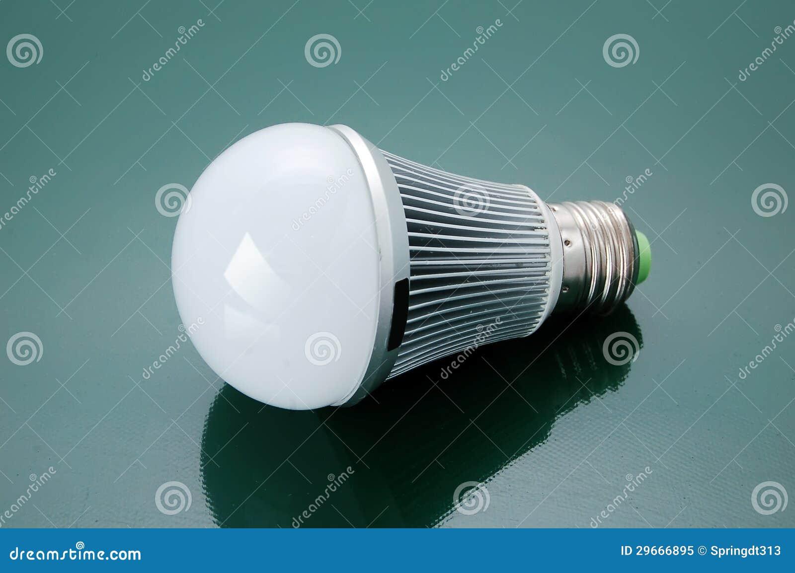 Электрическая лампочка водить