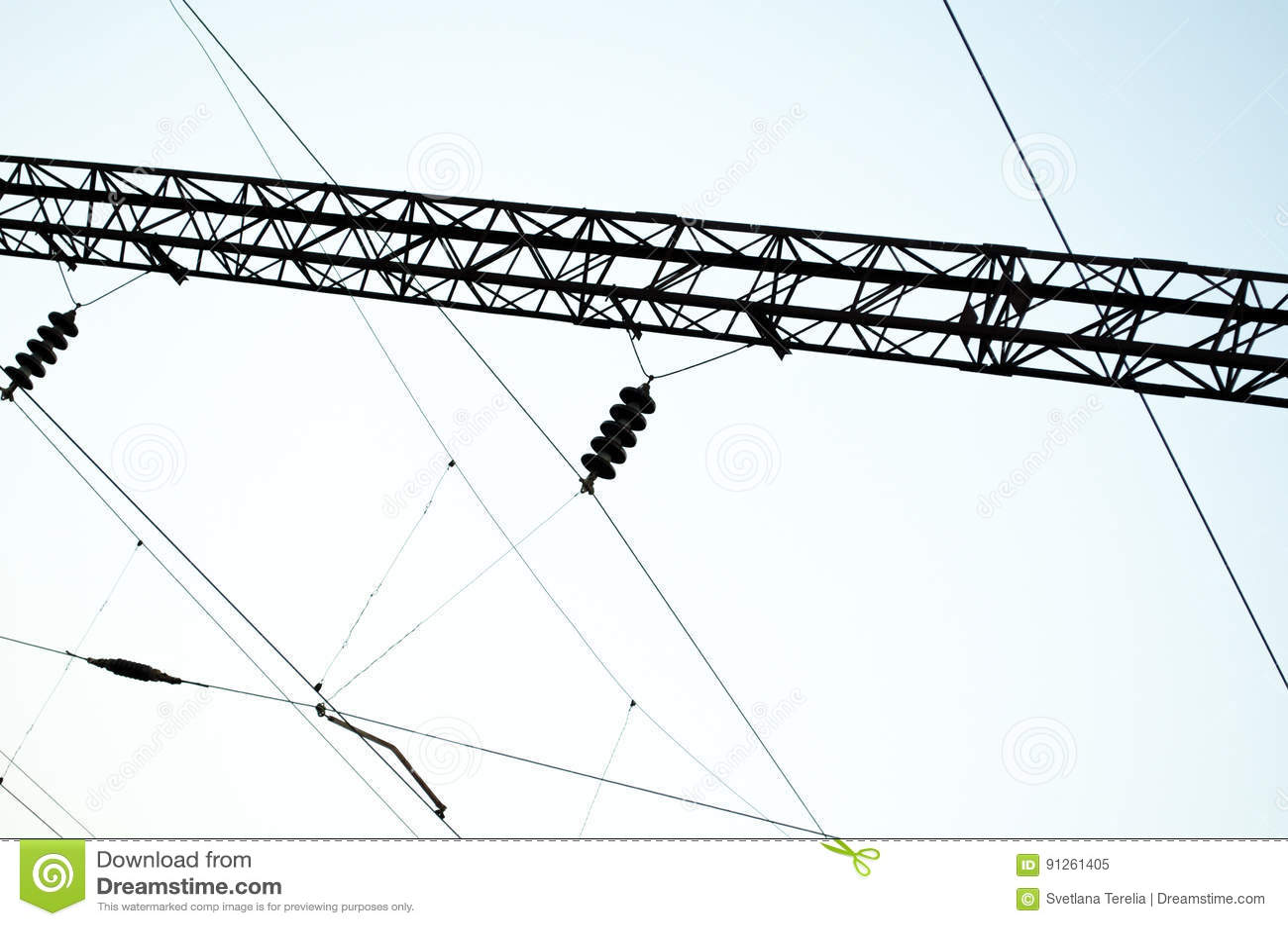 Электрические пути на предпосылке неба