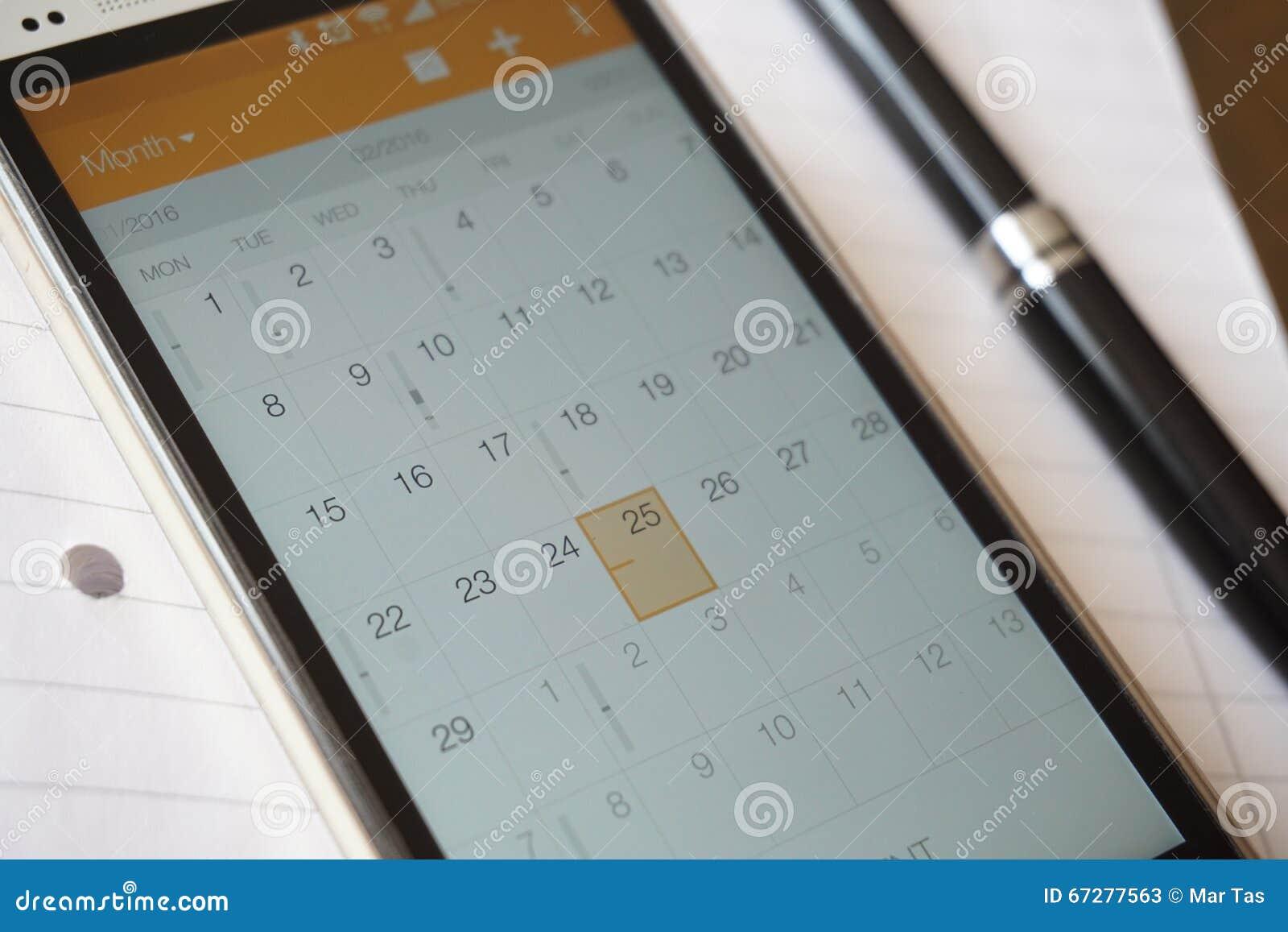 Электронный календарь в организаторе сотового телефона