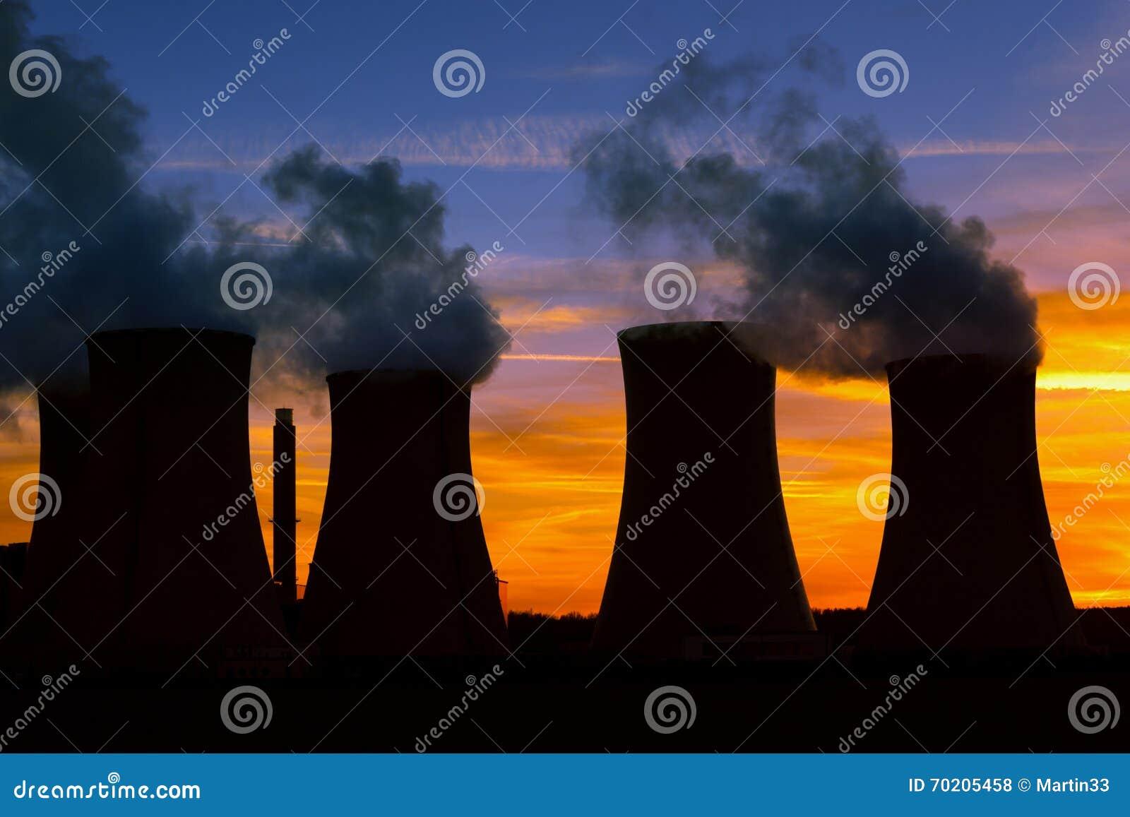 Электростанция на заходе солнца