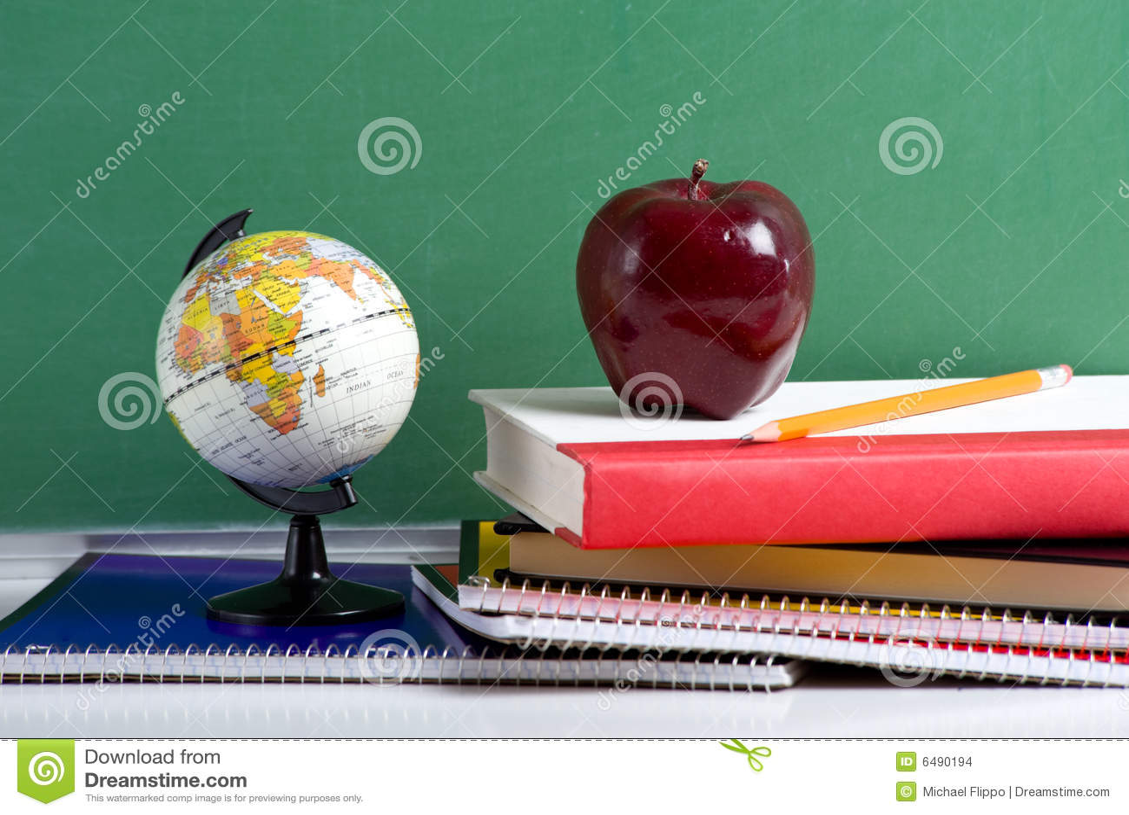яблоко записывает школу красного цвета глобуса