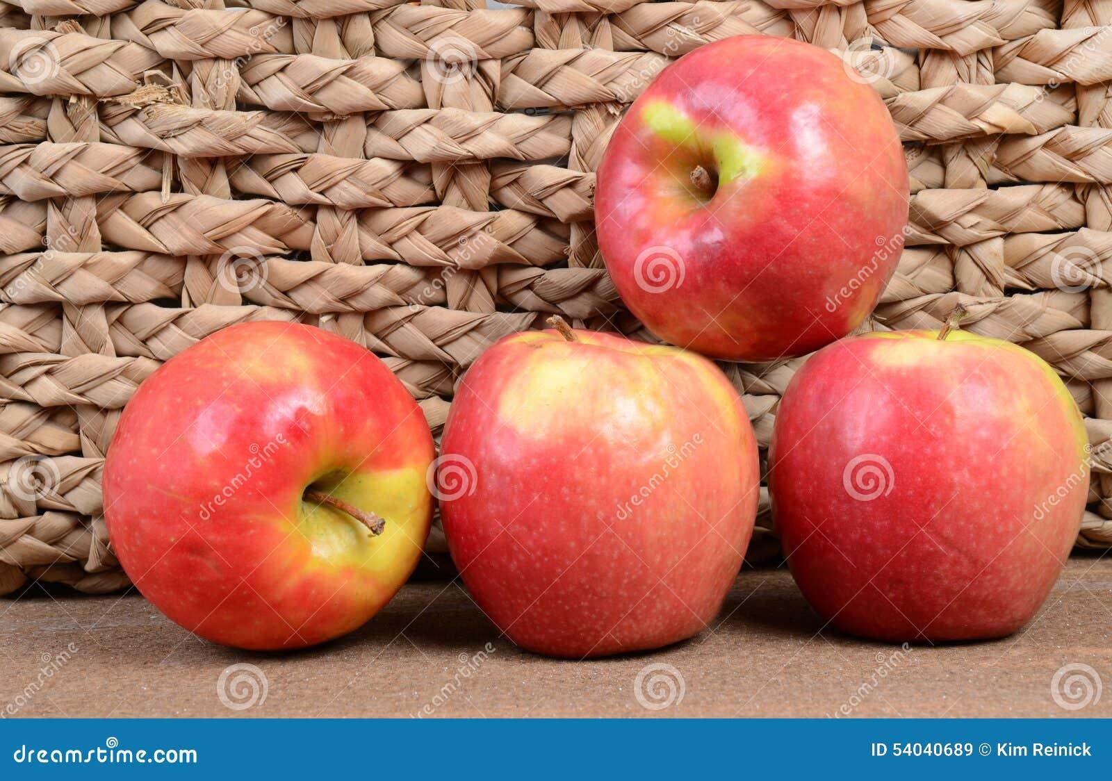 яблоки 4