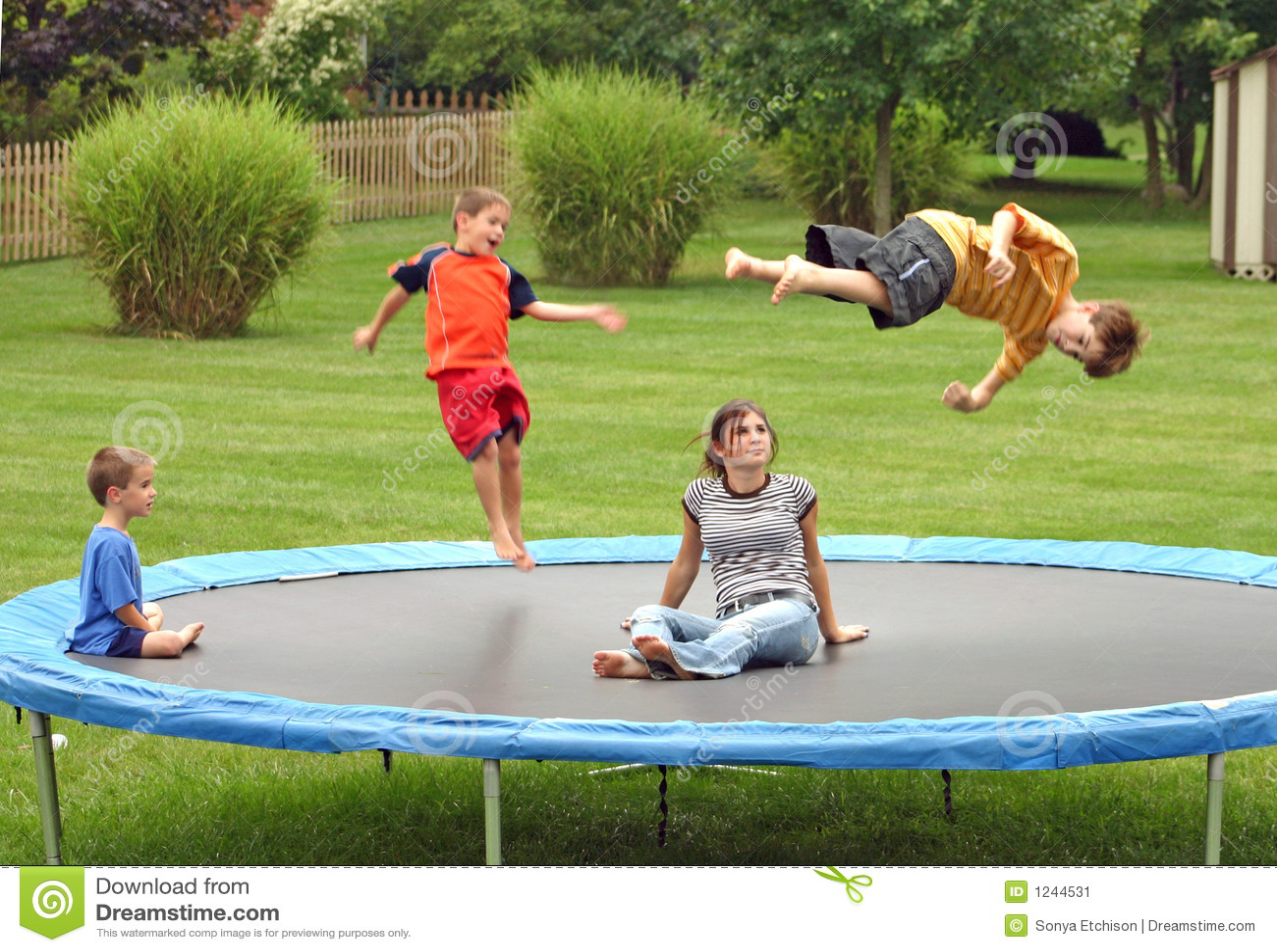 ягнит trampoline