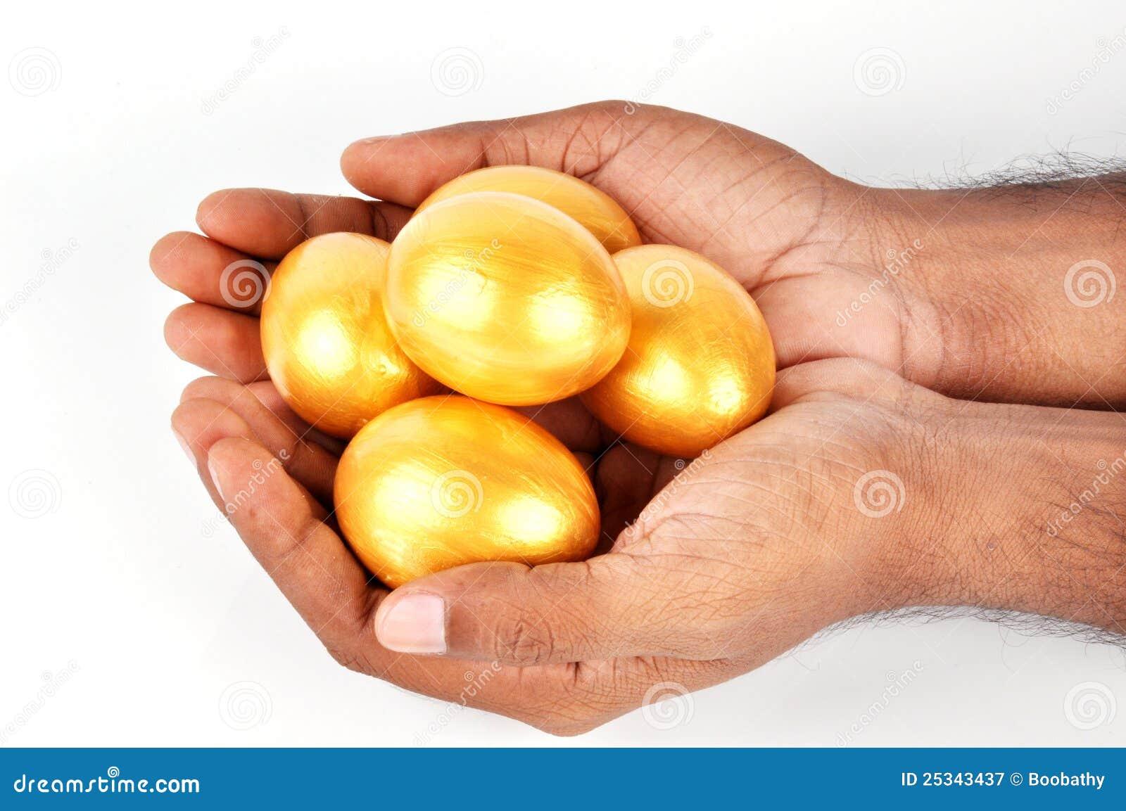 Яички в руке девушки, Русская красотка сжимает в руках мужские яйца и дает 22 фотография