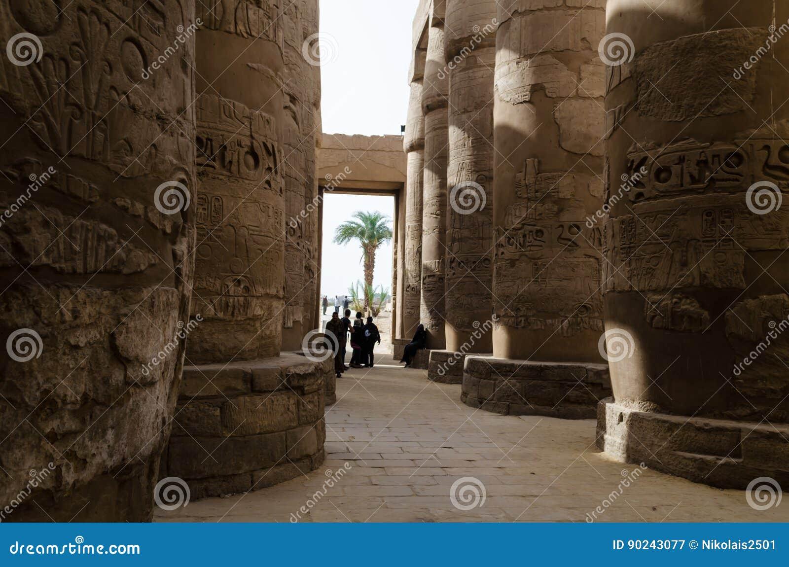 Январь 2016: Старые руины виска Karnak, Луксора, Египта