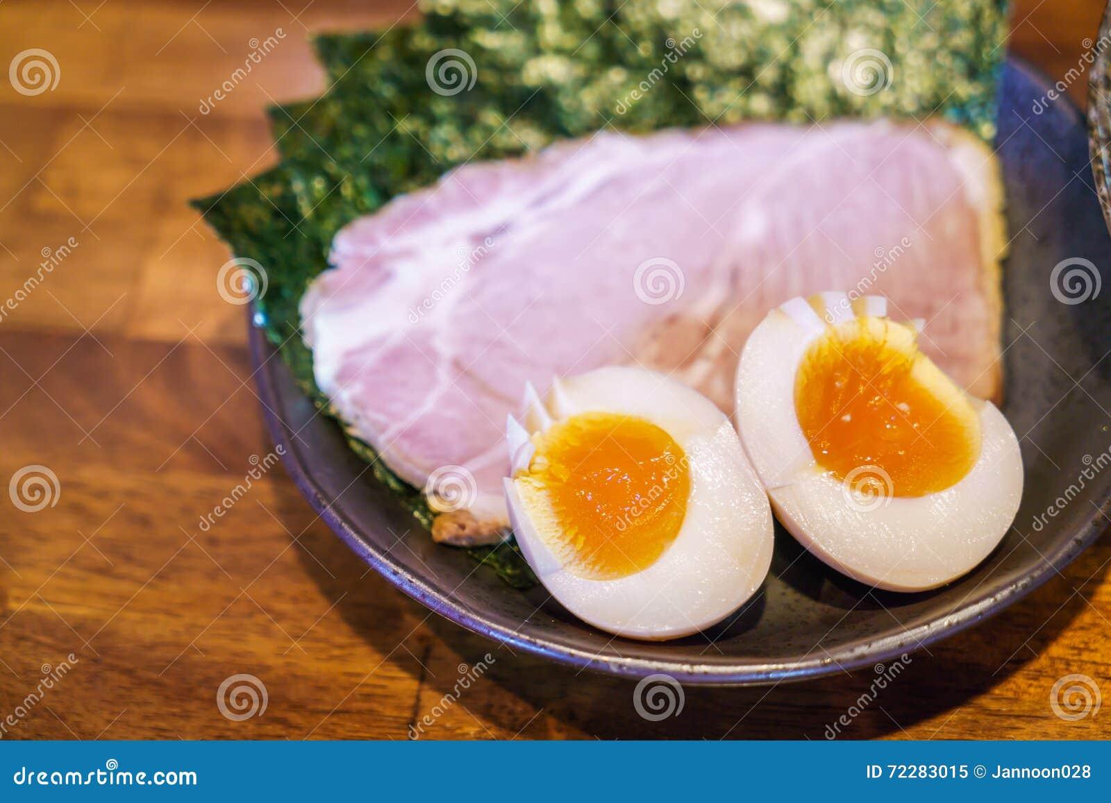 Download Японская лапша рамэнов на таблице Стоковое Изображение - изображение насчитывающей ресторан, nutritious: 72283015
