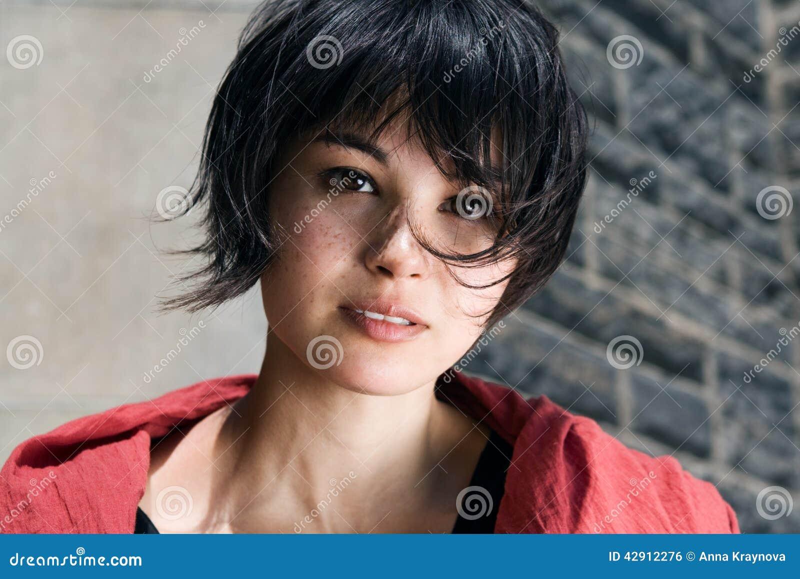 Девушки с короткими волосами фото