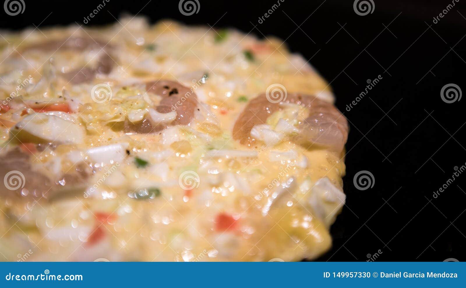 Японская кухня Okonomiyaki Варить Monjayaki зажарил в ресторане Японии