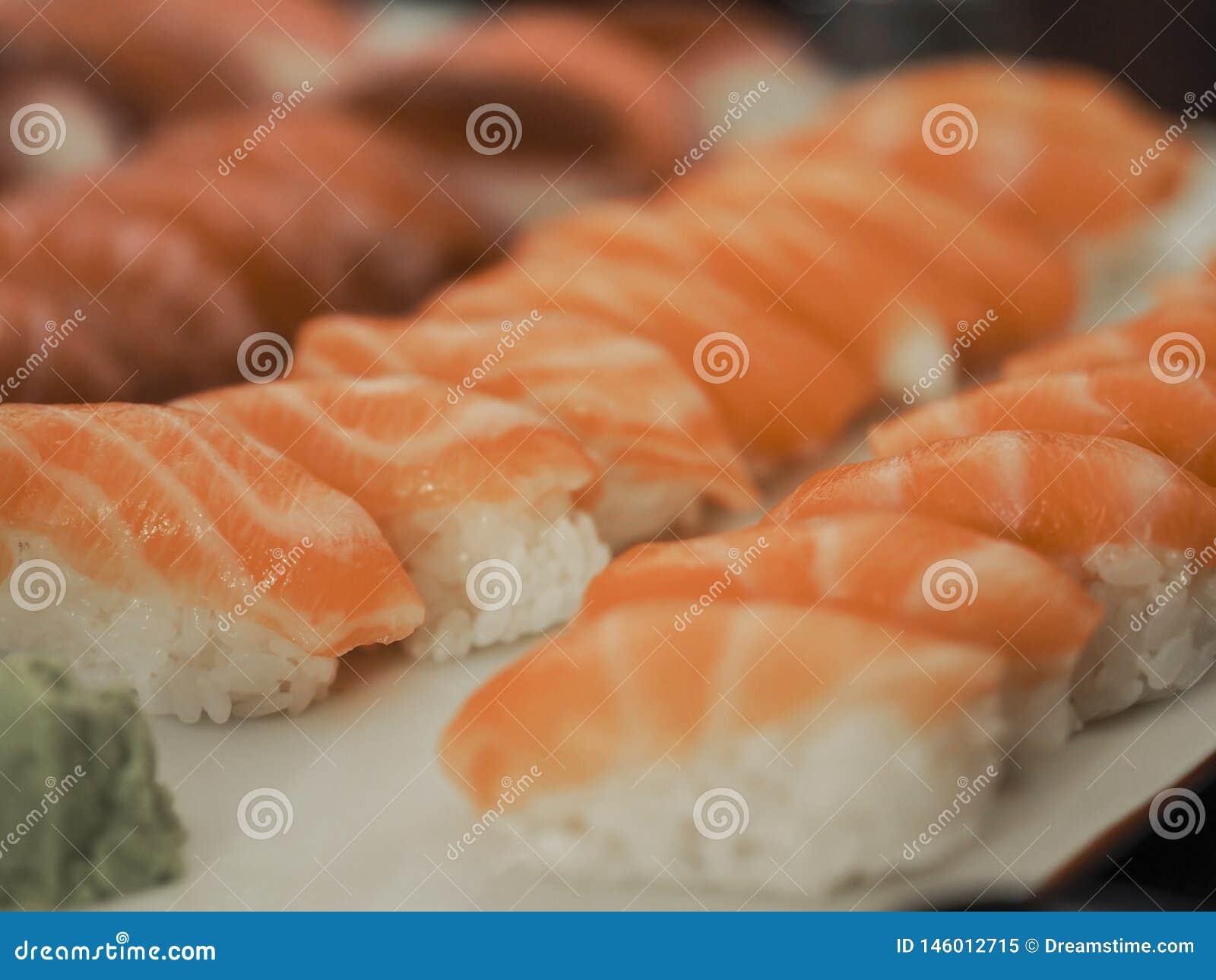 Японские суши семг