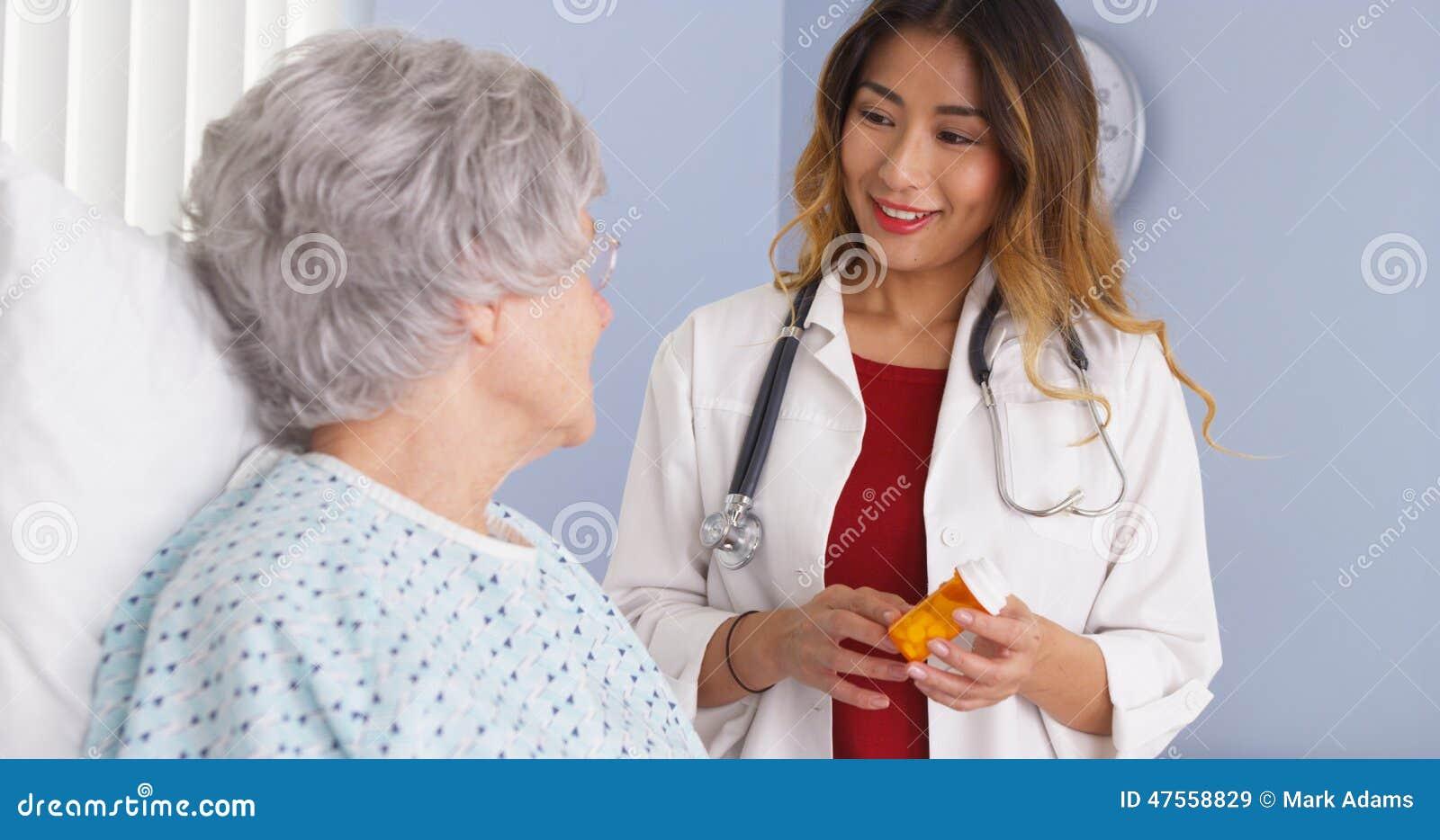 Девушка врач япония