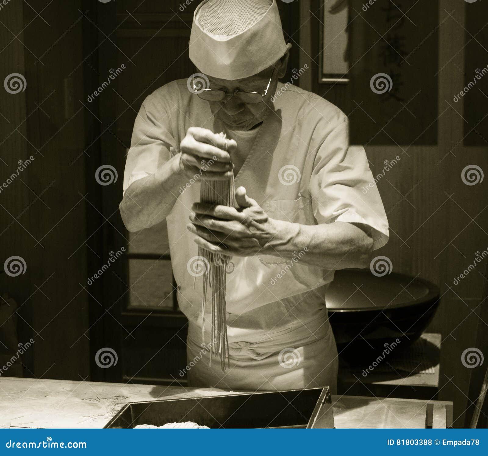 Японский шеф-повар лапши Udon