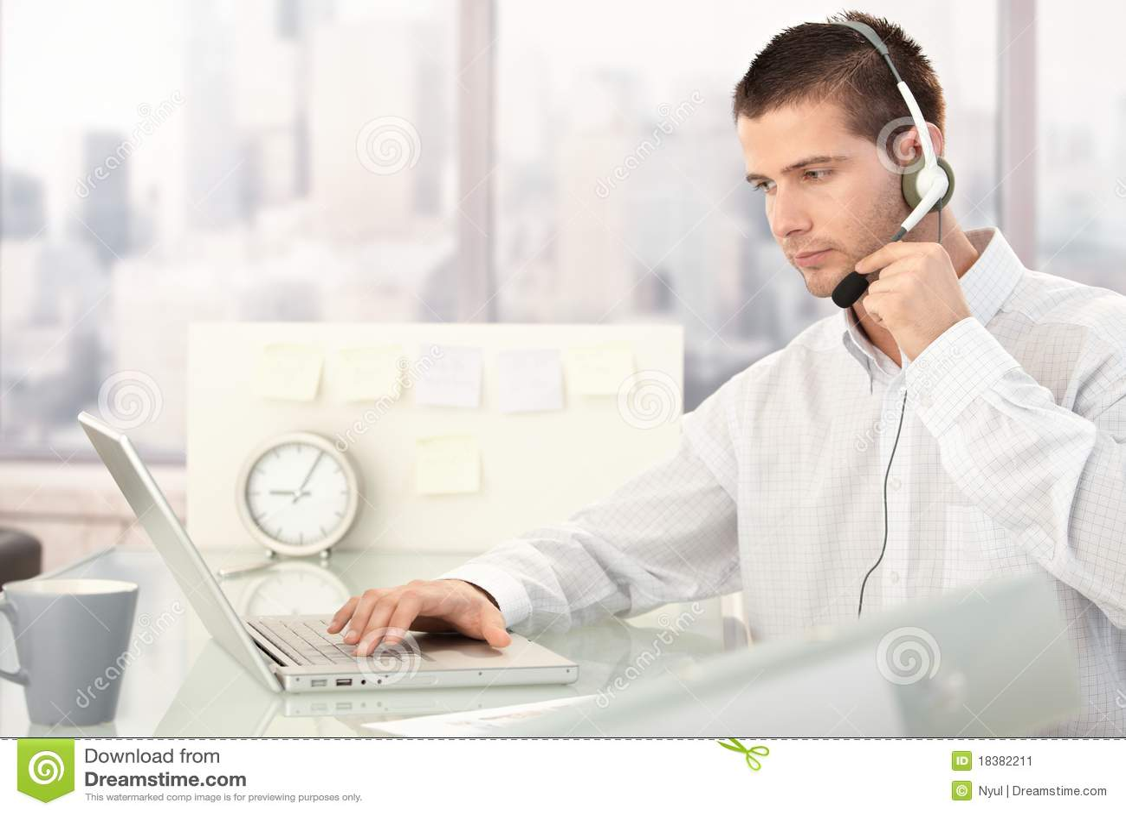 яркая деятельность обслуживания оператора офиса клиента