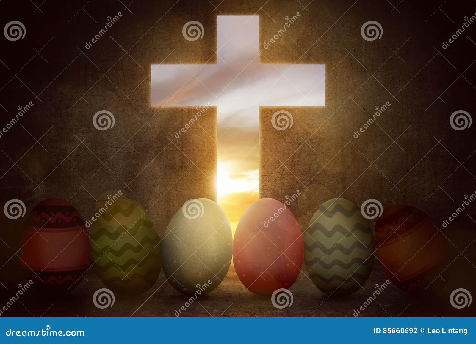 Яркие красочные пасхальные яйца от светлого креста