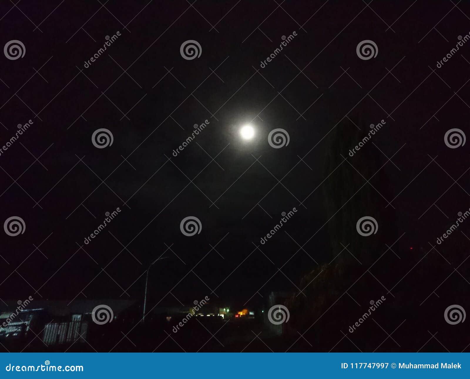 Яркое moon1