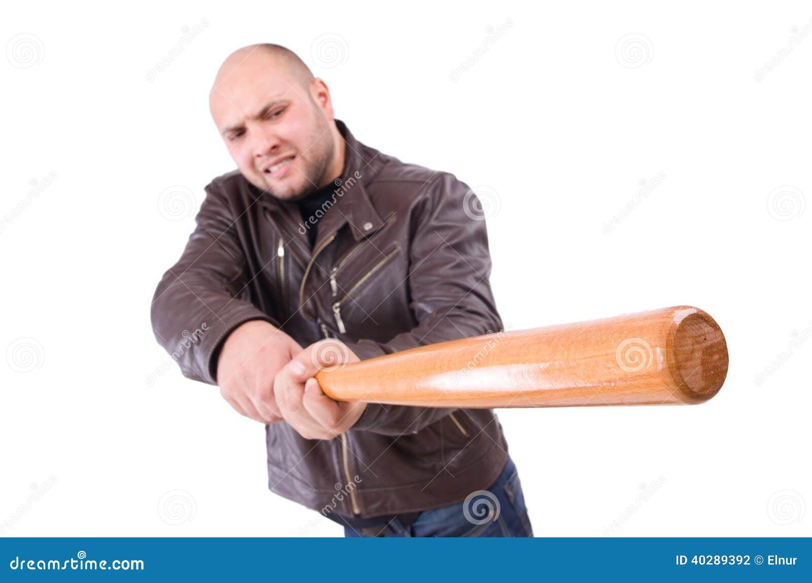 Яростный человек с бейсбольной битой