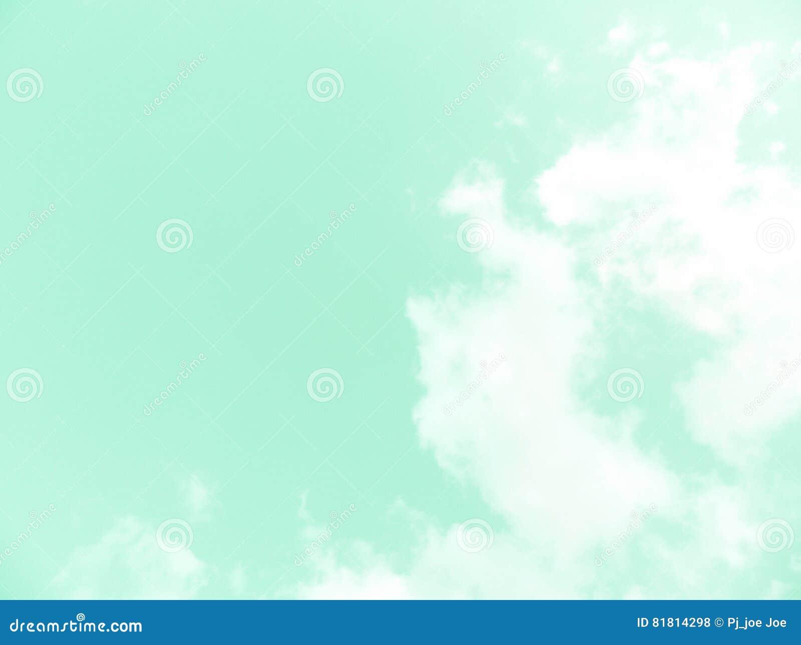 Ясные небеса и красивые облака