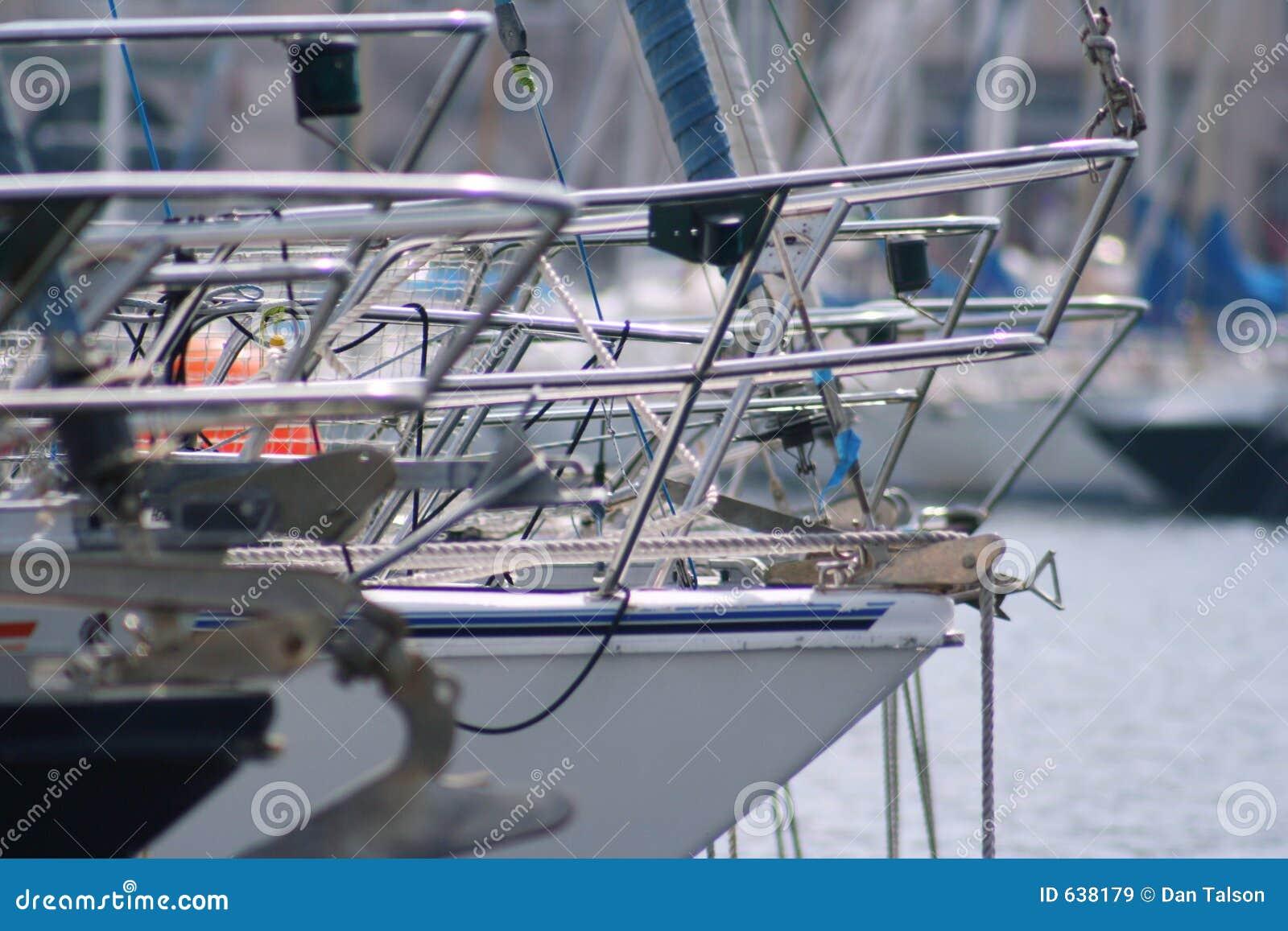 Download яхта марселя стоковое изображение. изображение насчитывающей корабль - 638179