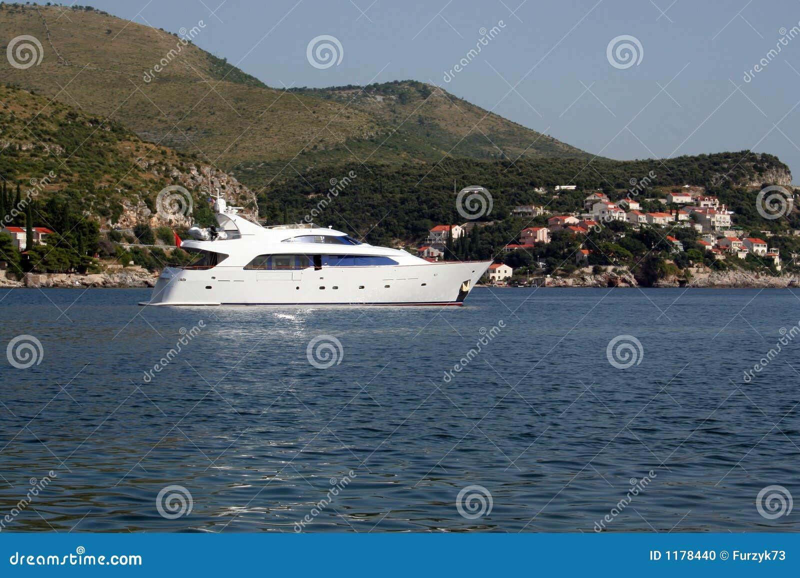 яхта моря адриатического свободного полета средств