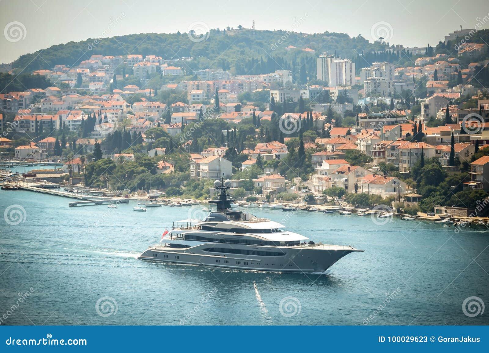 Яхта Kismet в Дубровнике