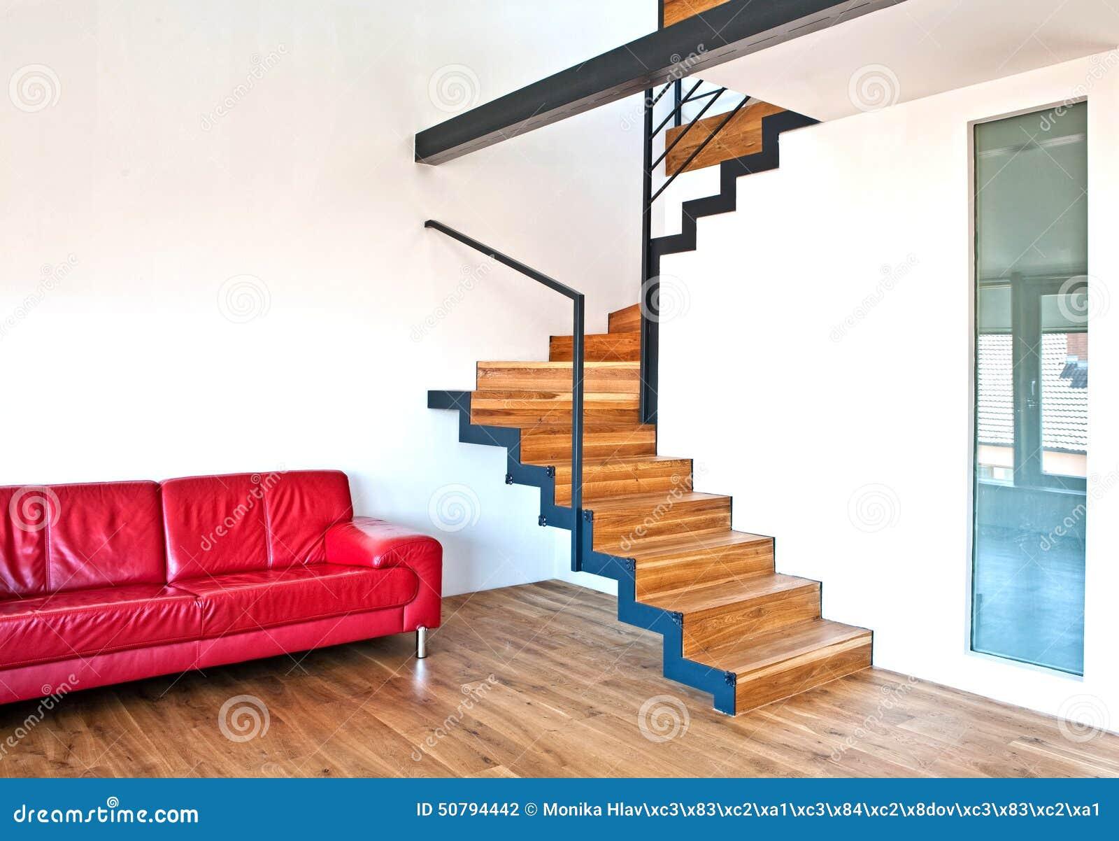 有台阶和红色沙发的现代房子.图片