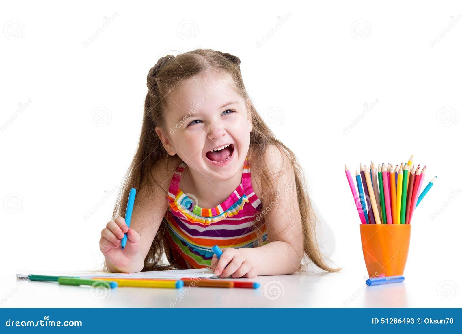 与铅笔的快乐的儿童女孩图画
