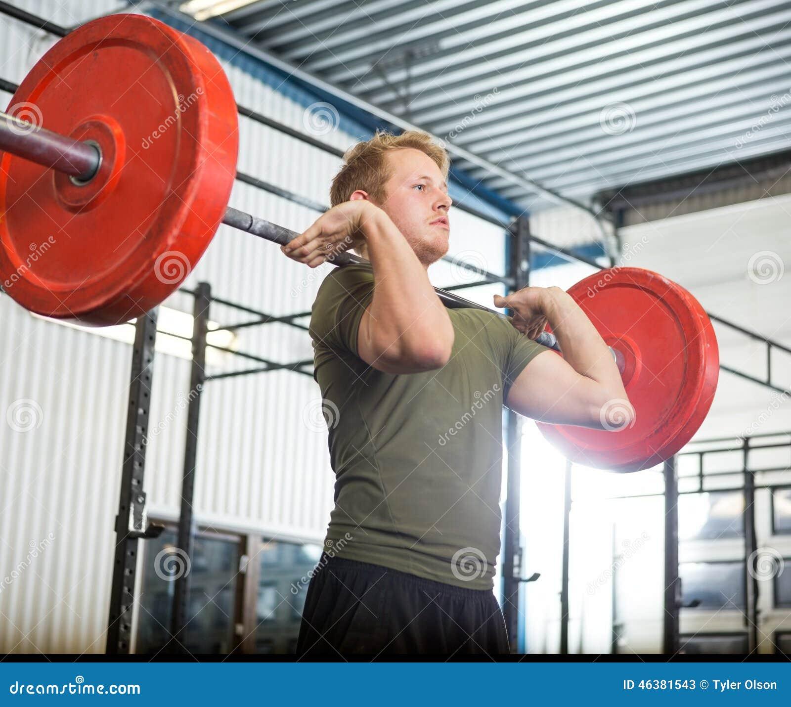 在健身房的人举的意思什么斜眼表情是杠铃包图片