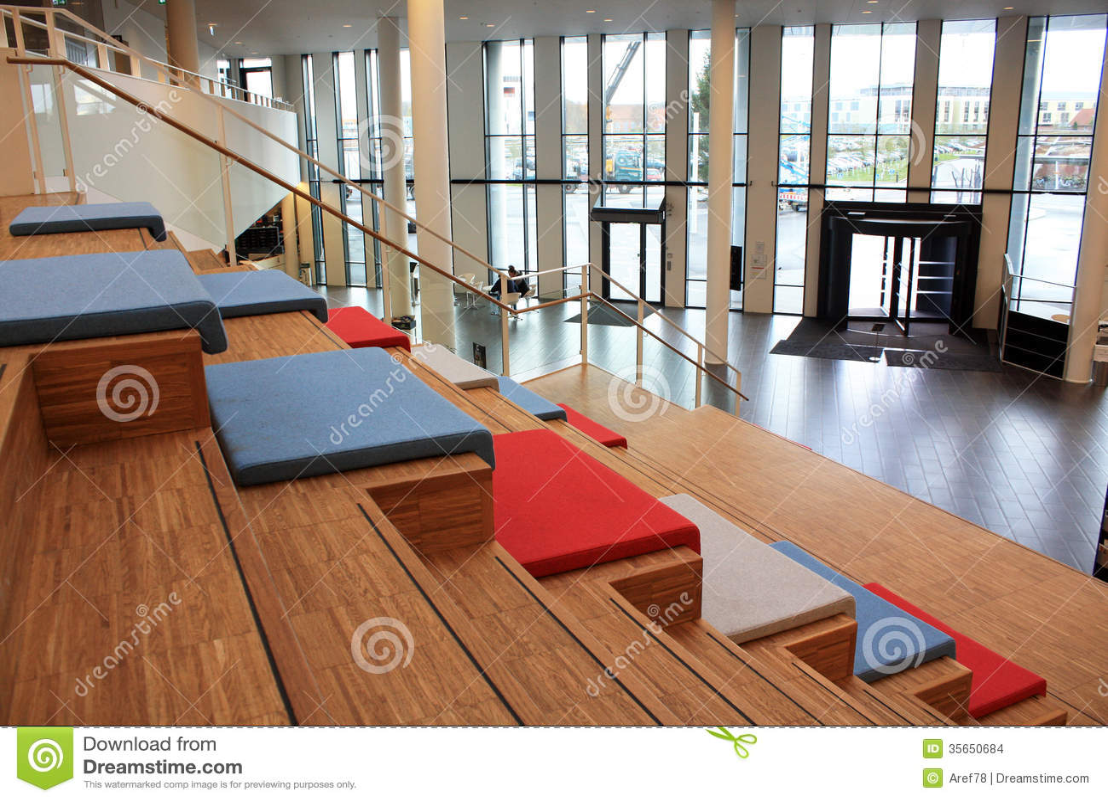 在现代大厦的台阶在丹麦.图片