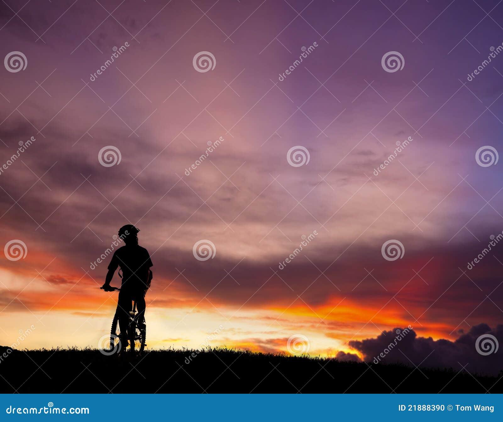 自行车山车手剪影