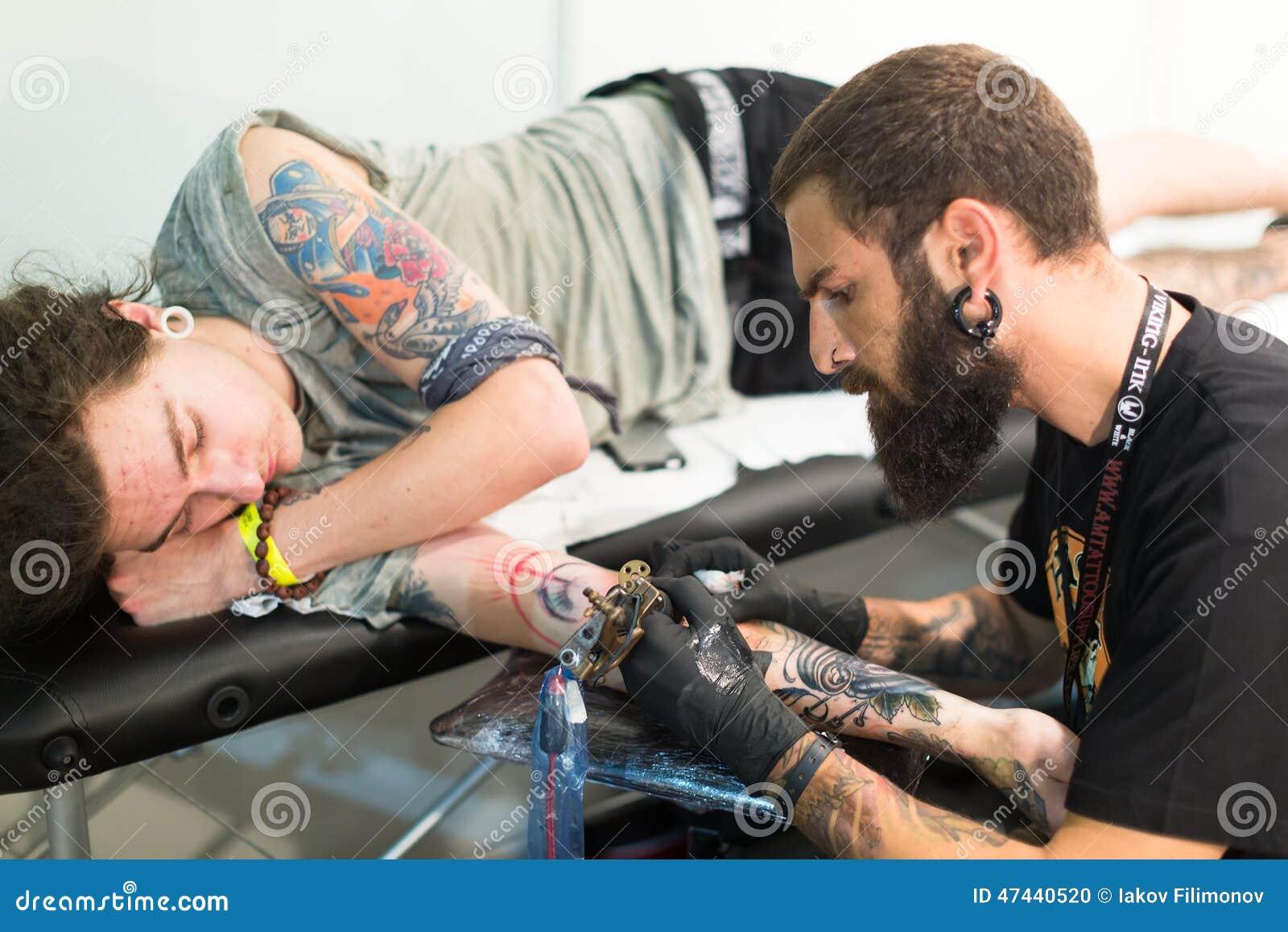 业艺术家纹身花刺