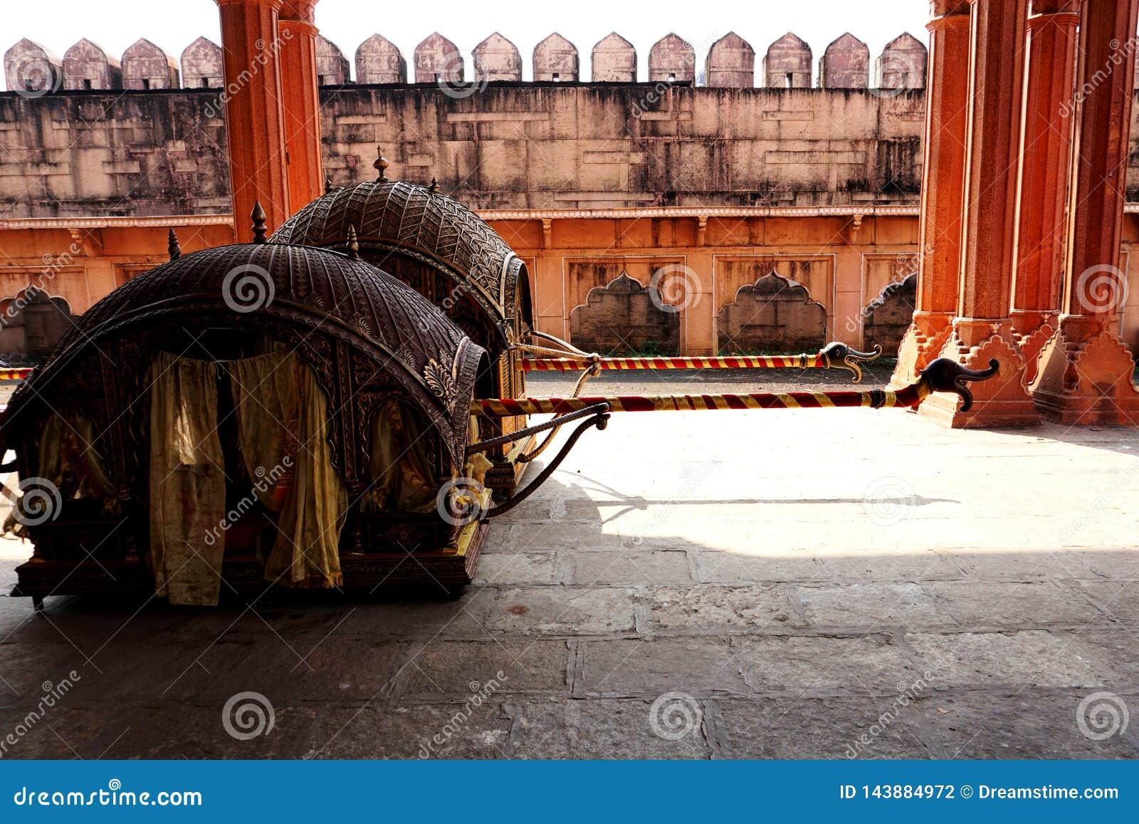 """""""Doli """"indien traditionnel utilisé dans des mariages indiens"""