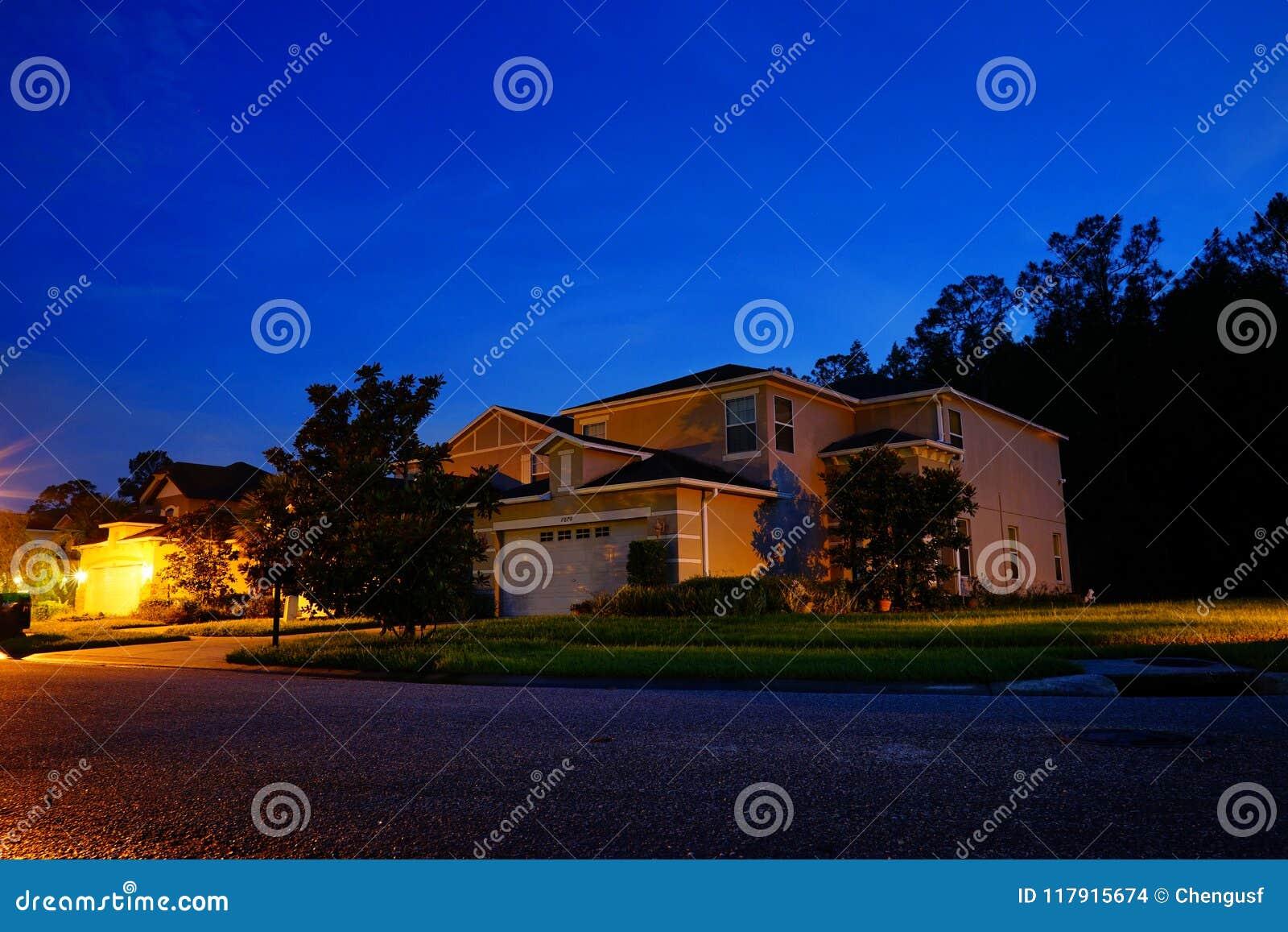 一个典型的房子在佛罗里达