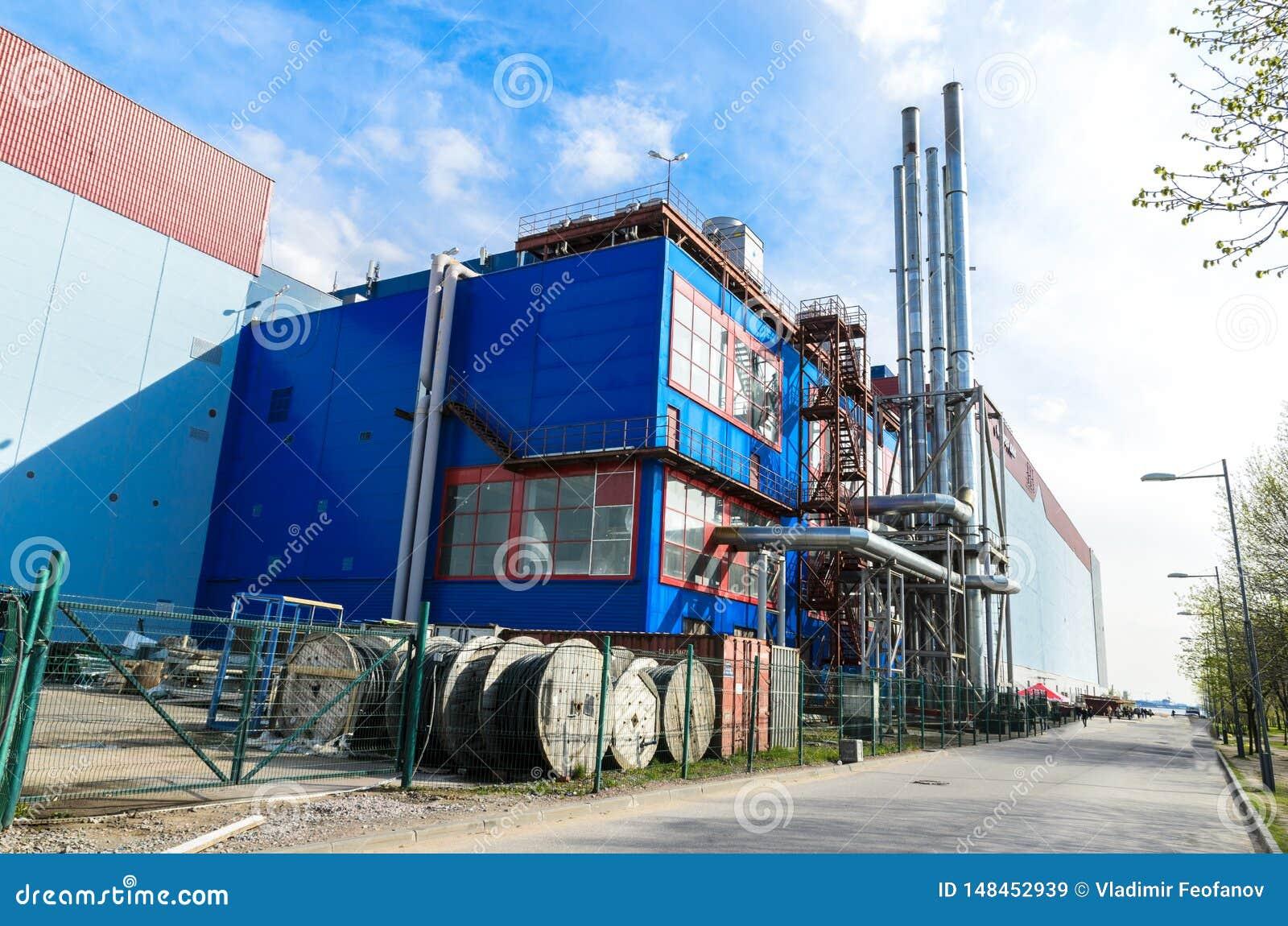一个加油站在圣彼德堡、独立气体发电器和锅炉室在一个地方