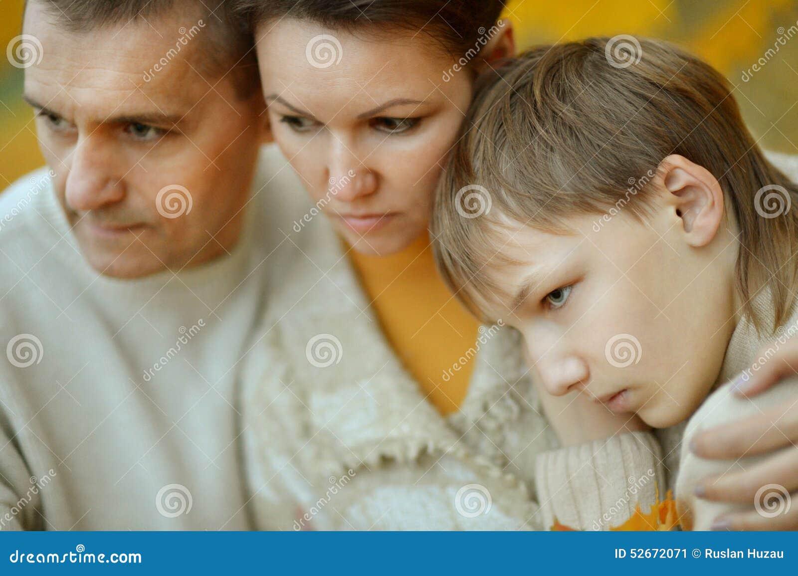 一个哀伤的家庭的画象