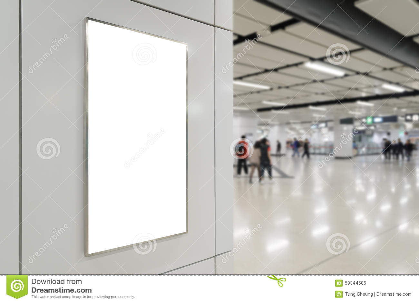 一个大垂直/画象取向空白广告牌