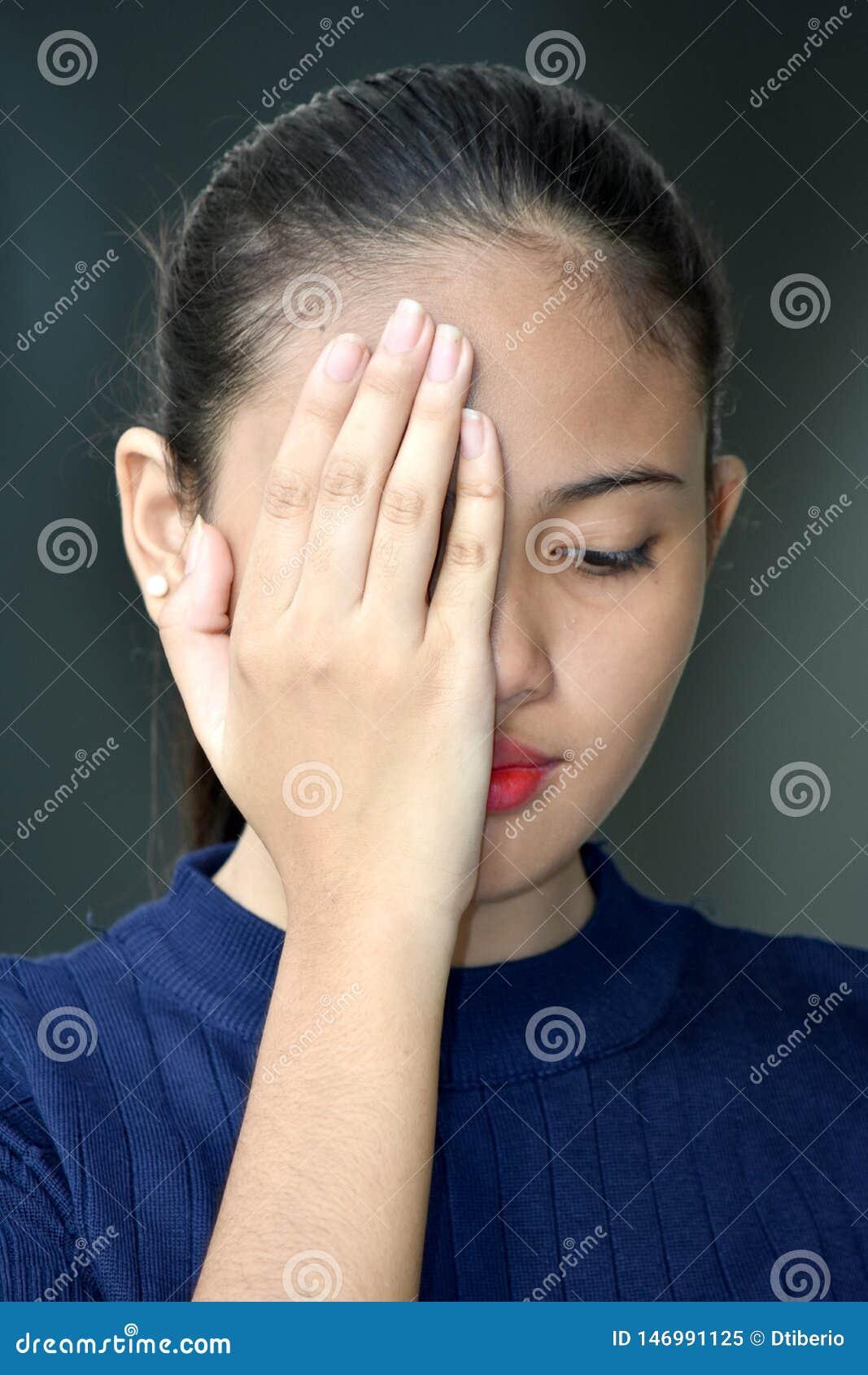 一个失望的青少年的女孩