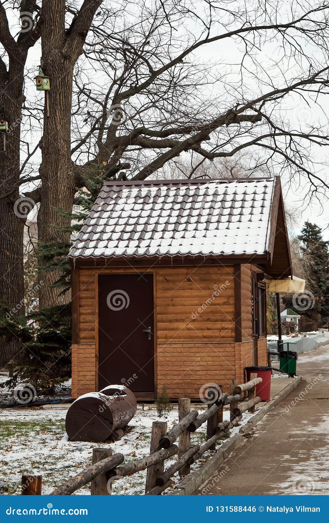 一个小屋在公园