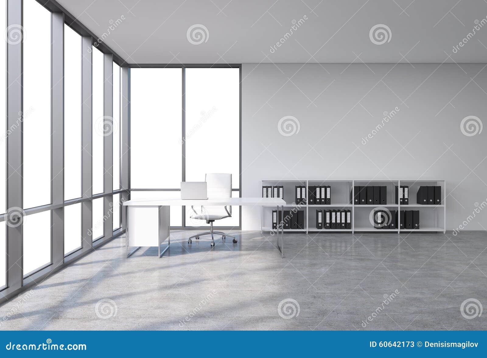 一个工作场所在有拷贝空间的一个现代壁角全景办公室在窗口里 有膝上型计算机的,白革的椅子一张白色书桌