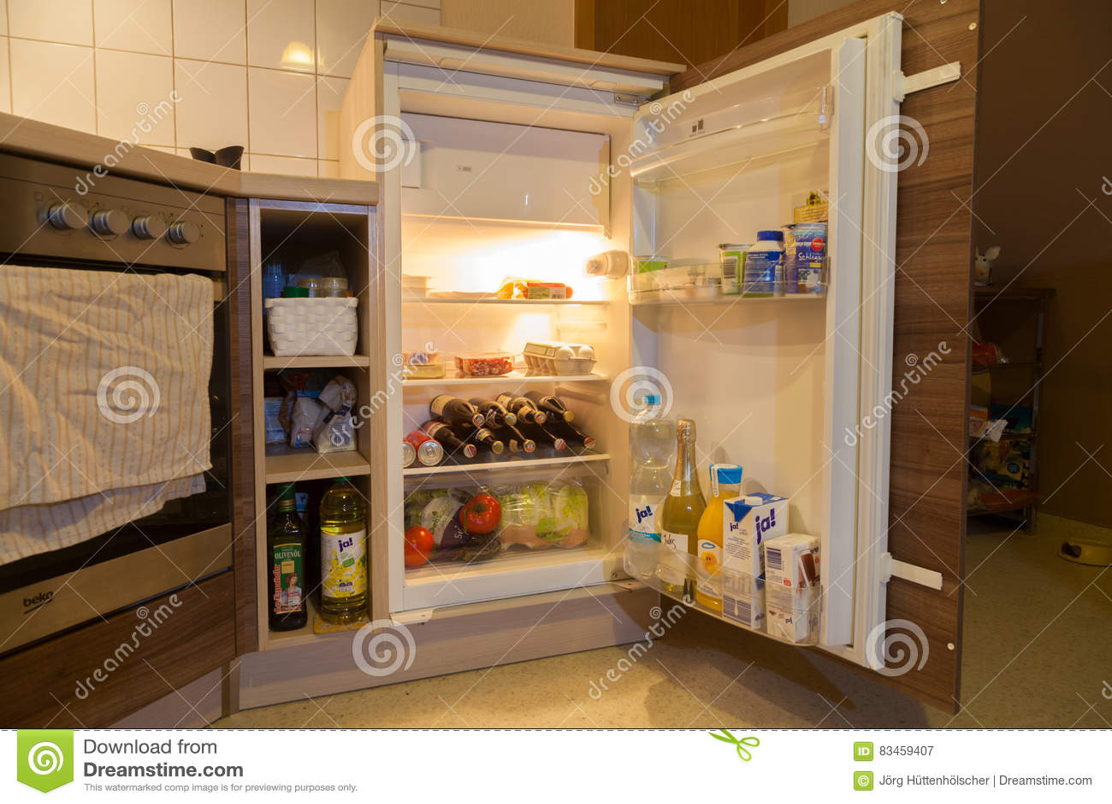 一个开放冰箱