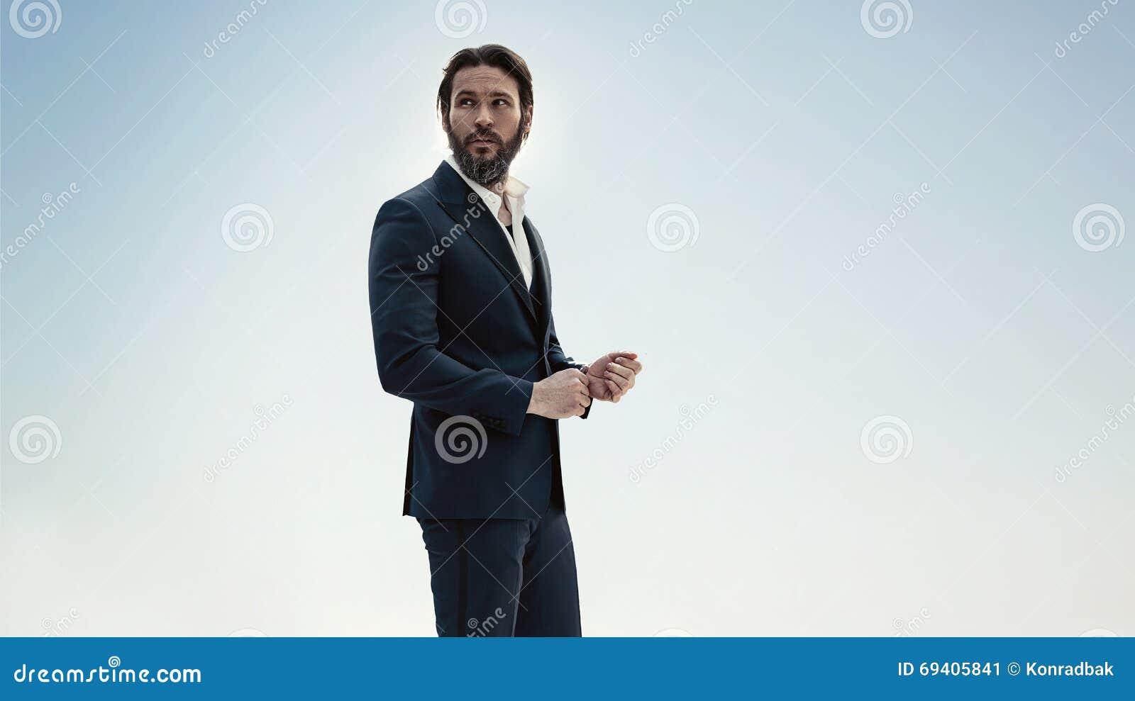 一个时髦的人的画象一套典雅的衣服的