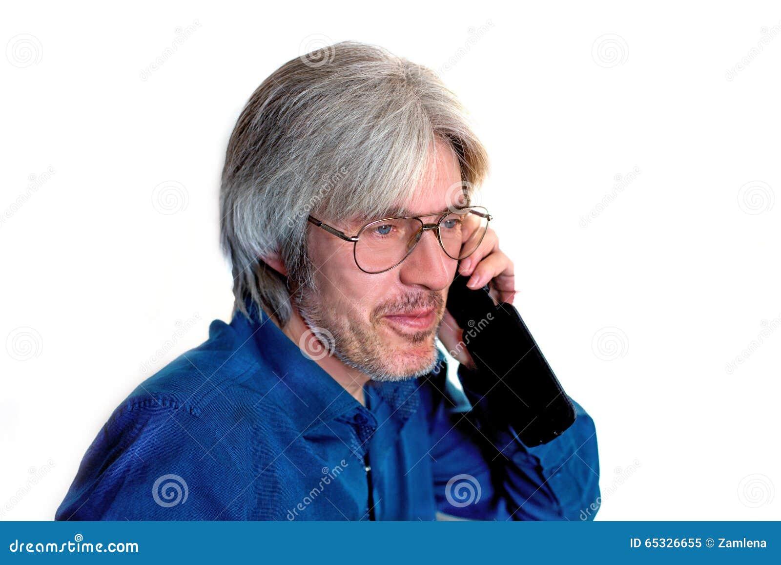 一个灰发,蓝眼睛的人,佩带的玻璃的画象有一个短的胡子的 一个人记得图片