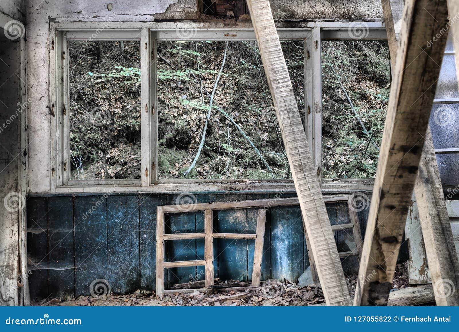 一个老abanadoned医疗房子的内部的细节Ba的