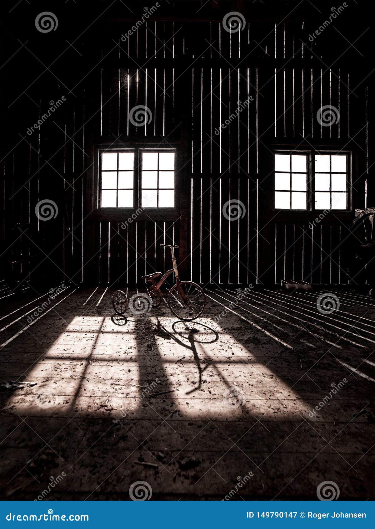 一个被困扰的谷仓在乡下