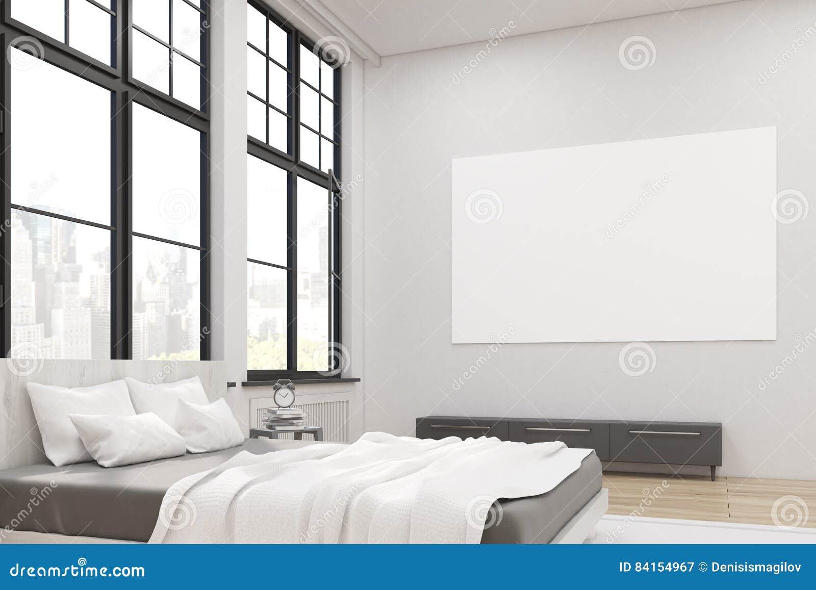 一个主卧室的侧视图有床的