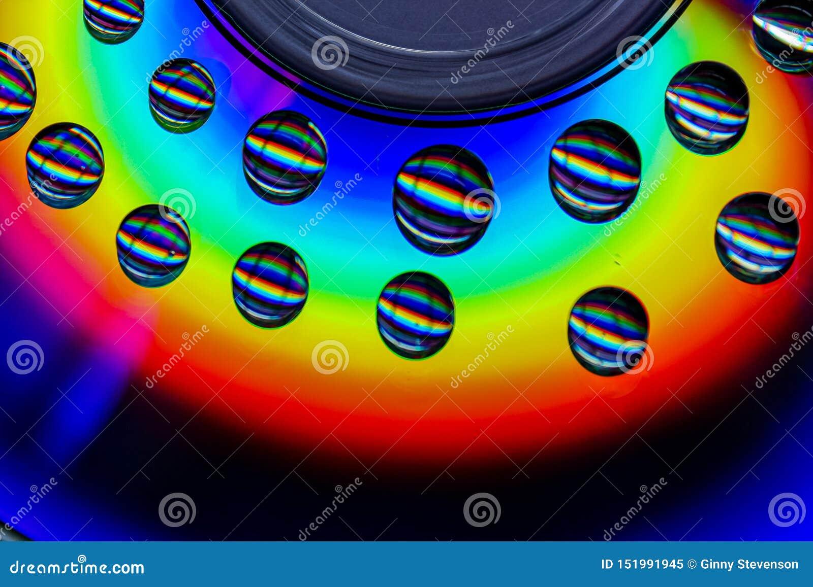 一些彩虹水滴